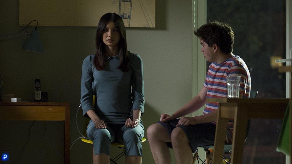 Humans 1 2 Anita (Gemma Chan) and Toby Hawkins (Theo Stevenson)