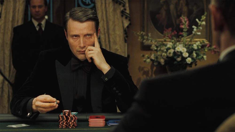 скачать казино рояль фильм