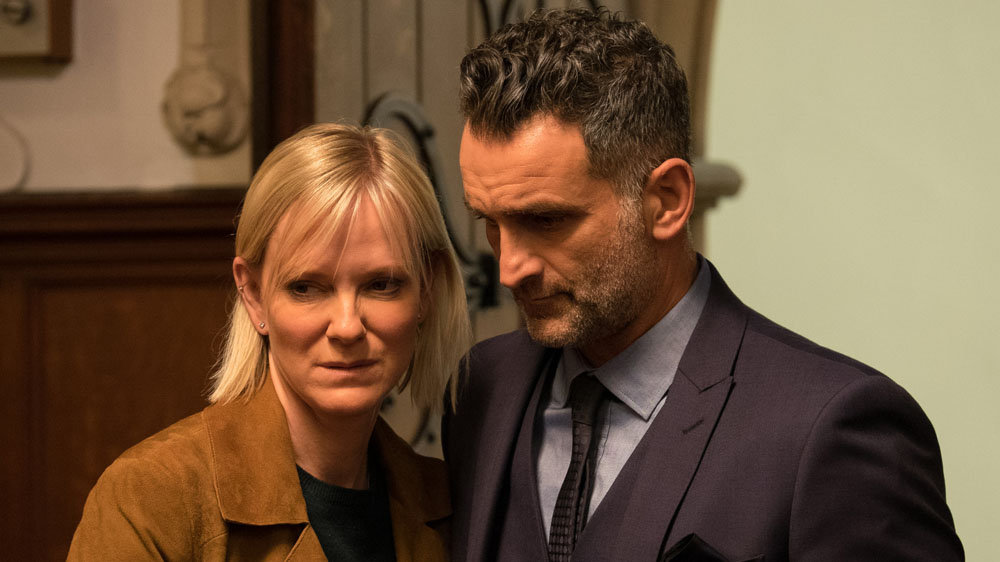 In the Club 2 6 Roanna (HERMIONE NORRIS), Ray (JOHN MARQUEZ)